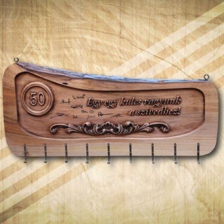 50 születésnapi fa kulcstartó