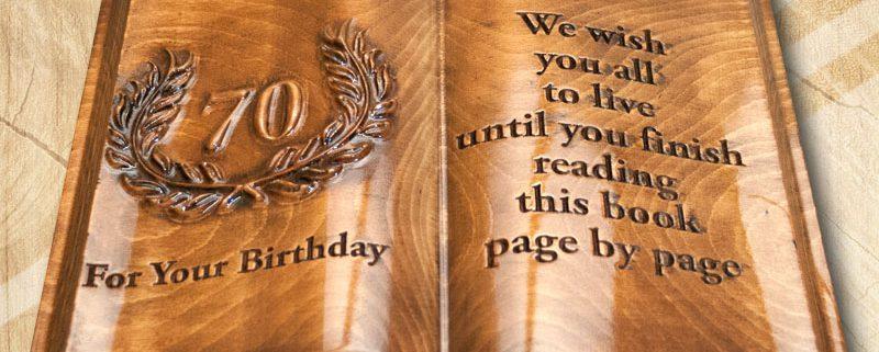 70. születésnapi ajándék fakönyv