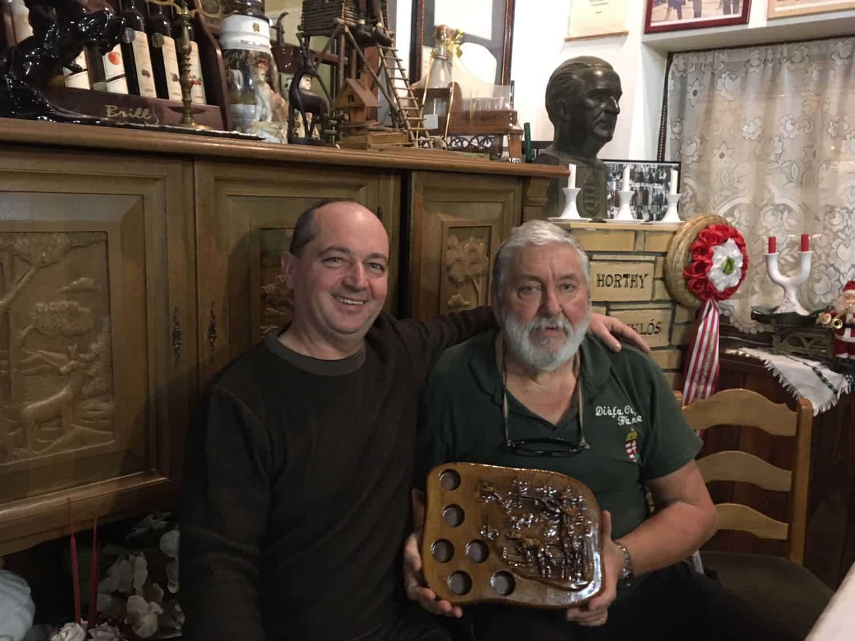 Muszka Kálmán és Nagy Lajos a Mívesfa termékével