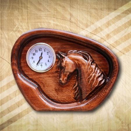 Arab telivér dombormintás asztali óra