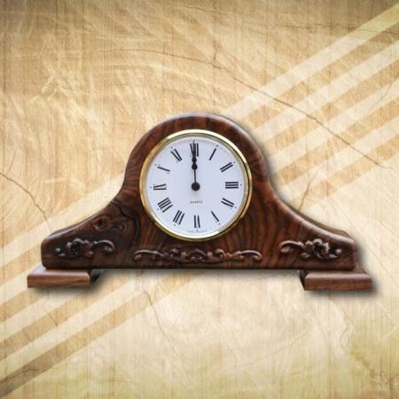 fából készült asztali óra