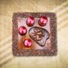 Adventi asztaldísz piros metál gyertyával