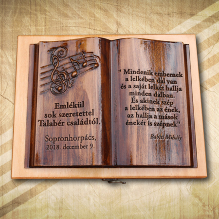 Egyedi ajándék fakönyv férfiaknak