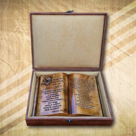 Ballagási fakönyv rózsamintával