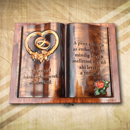 Esküvőre ajándék fakönyv rózsamintával