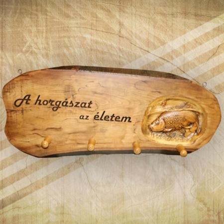 Fából készült fogas ajándékötlet horgászoknak