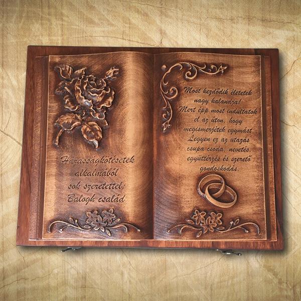 Házasságkötésre, házassági évfordulóra ajándék fakönyv
