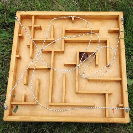 Kézi labirintus fajáték